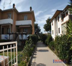 - rosignano solvay - ampio appartamento con giardino e garage