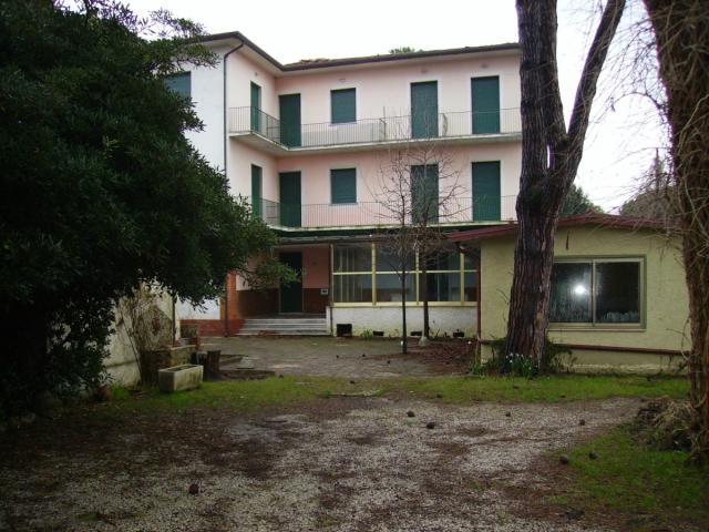 Hotel da ristrutturare - marina di pietrasanta