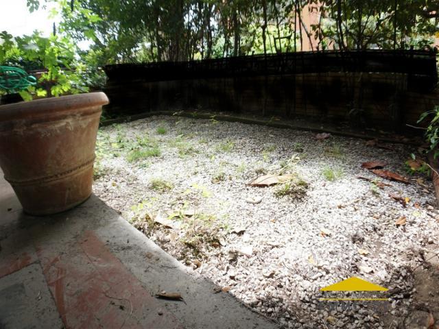Case - Bilocale con giardino in vendita a massa