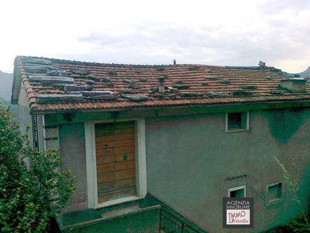 Case - Casa signorile indipendente su tre piani, suddivisa in due unità