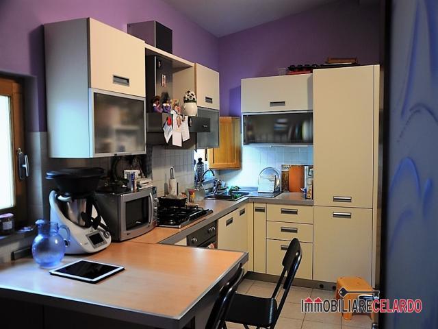 Case - Esclusiva: appartamento con 3 camere a mirteto di massa