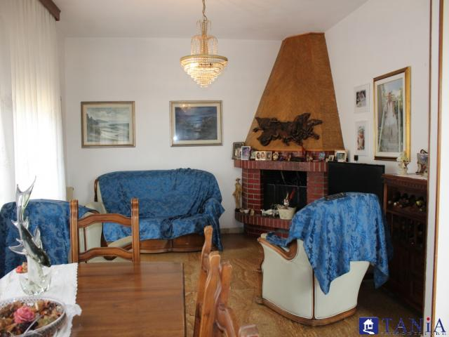 Case - Appartamento in bifamilare con ingresso autonomo marina di carrara