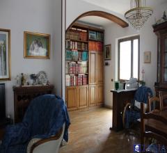 Indipendente da ristrutturare divisa in due appartamenti con giardino marina di carrara