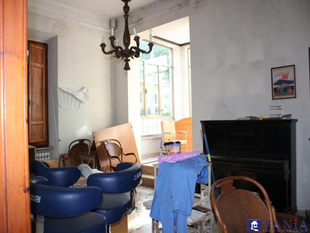 Case - Indipendente da ristrutturare divisa in due appartamenti con giardino marina di carrara