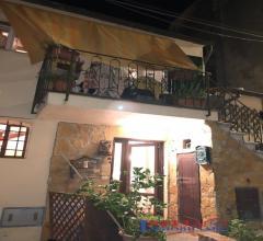 Rosignano marittimo - centro storico trilocale con taverna