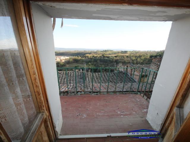 Case - Stiava: terratetto completamente ristrutturato con terreno