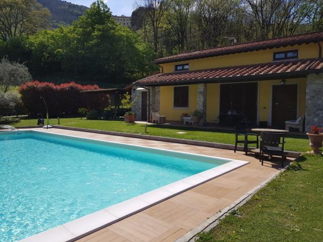 Case - Villa con piscina - lucca campagna