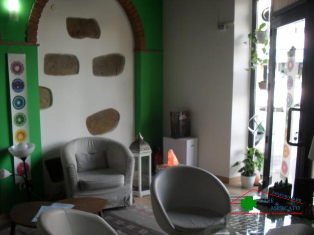 Case - Fondo uso artigianale (parrucchiere estetista...) molto vicino alla citta'