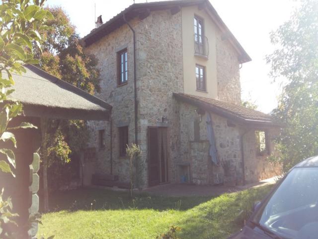 Case - Casolare semi indipendente con giardino - panorama gradevole - colline di camaiore