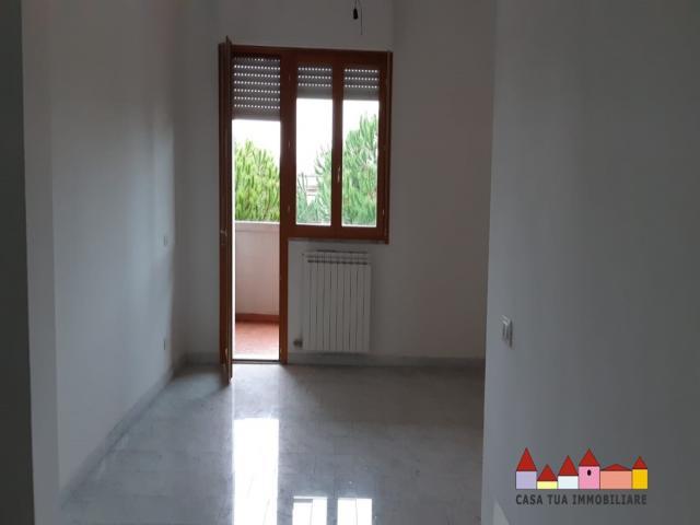 Case - Avenza bell appartamento con tre camere