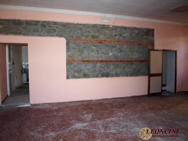 Case - L807 fondo commerciale centrale in villafranca l.