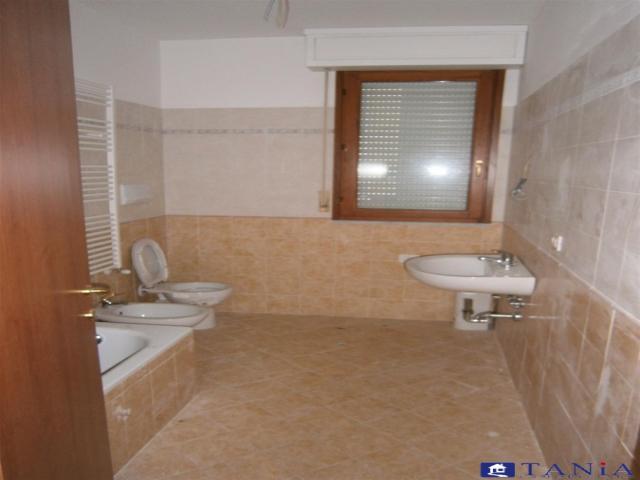 Case - Appartamenti pari al nuovo in zona comoda e centrale a carrara rif 3245