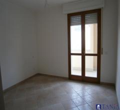 Case - Appartamenti pari al nuovo in zona comoda e centrale a carrara tre camere e due bagni rif 3247