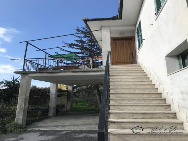 Case - Semindipendente casa in pietra con terreno di proprietà in vendita ad arnasco