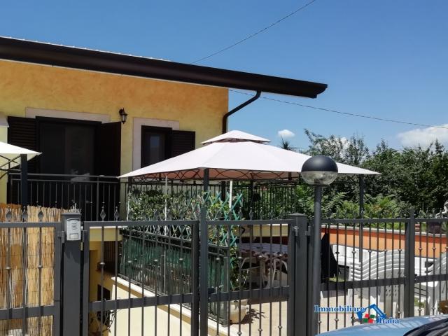 Case - Villino a schiera con giardino/ tecchiena -laguccio