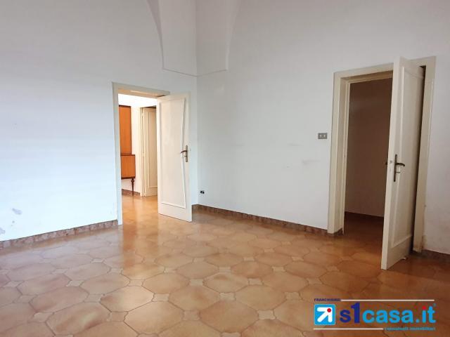 Appartamenti in Vendita - Galatina, via roma piano terra con area solare libera e volte a stella