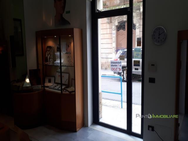 Case - Locale ad angolo con 3 vetrine
