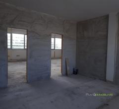 Case - Ufficio di 200mq in stato rustico a bozzano