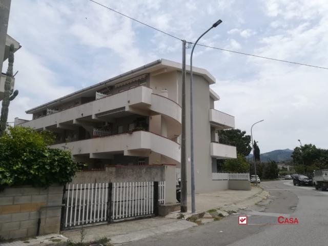 Case - Tonnarella,a due passi dal mare,bilocale con giardino,in residence