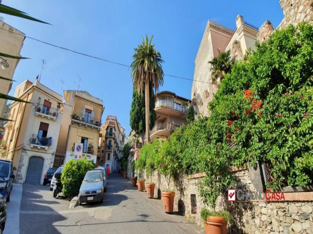 Case - Taormina,porta catania,appartamento s.indipendente, a due passi dal corso