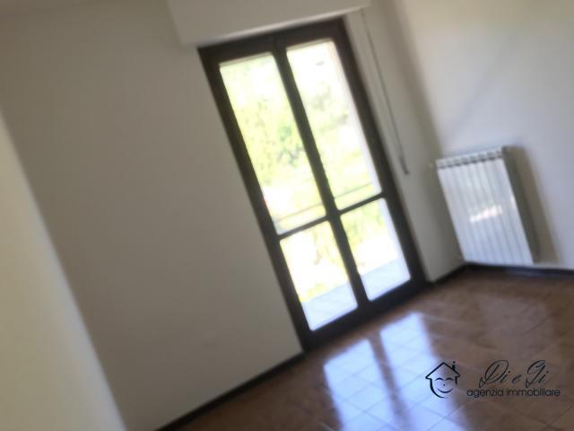 Case - Appartamento trilocale con ampia terrazza in vendita a garlenda