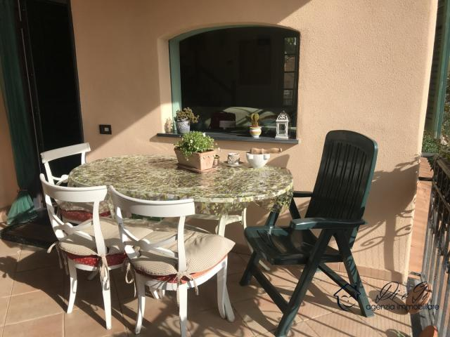 Case - Semindipendente appartamento duplex con terrazza vivibile in vendita nel golf club di garlenda