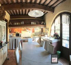 Case - Grande casale rustico in stile toscano con piscina e giardino