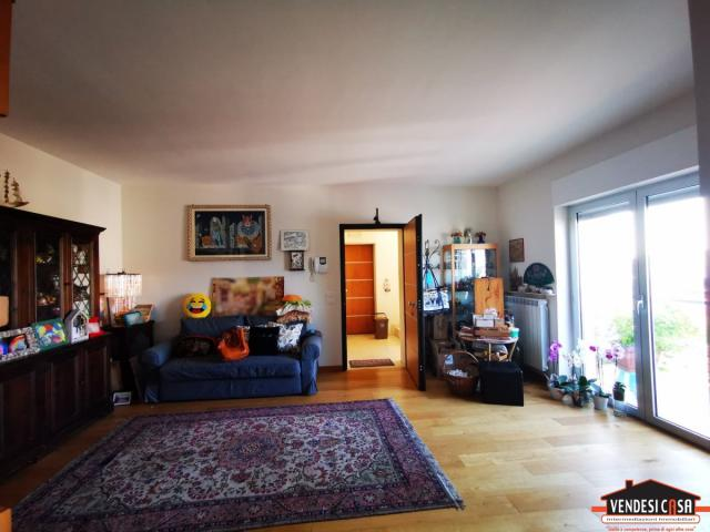 Case - Recente appartamento di 3 vani + acc. con terrazzo e box auto zona montrone