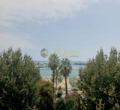 Sanremo elegante quadrilocale fronte mare