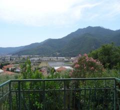 Appartamento trilocale con giardino e terrazze vivibili in vendita a villanova d'albenga