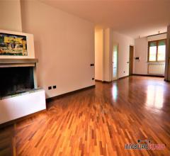 Appartamento al piano terra con giardino e garage