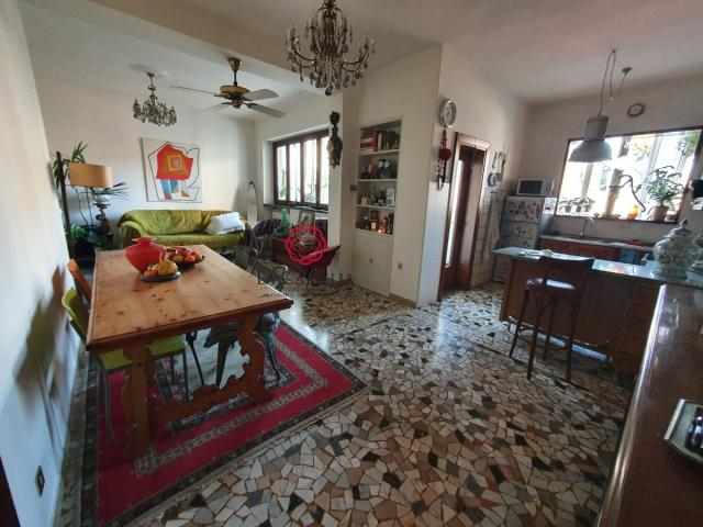 Case - Appartamento con 2 camere e ampio soggiorno - molto luminoso