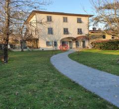 Bella villa padronale con giardino a pochi km da lucca