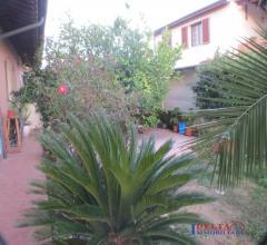 Alle porte di cecina localita' fiorino (comune di montescudaio)  indipendente pt e piano  primo con