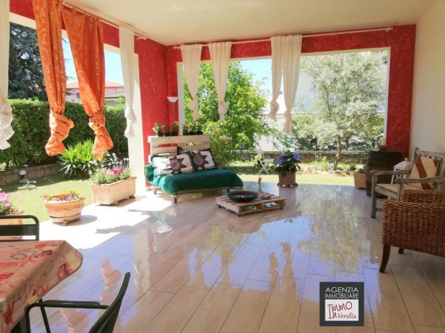 Stiava: villa singola con ampio giardino su quattro lati