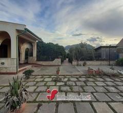 Ficarazzi (pa) villa indipendente con giardino