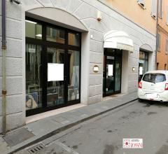 Negozio in affitto in centro storico adiacenze piazza garibaldi
