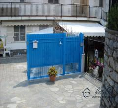 Appartamento bilocale con ampio spazio esterno in vendita ad arnasco