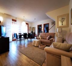 Ampio e recente appartamento su due livelli