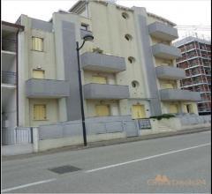 Appartamento al secondo pian0 con cantina e posto auto - via pretoriana, n. 27/5 - caorle 30021