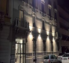 In splendido condominio d'epoca 100 mq in affitto completamente ristrutturato  e arredato a nuovo.