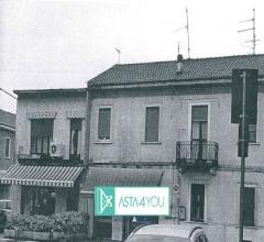 Appartamento all'asta in piazza della vittoria 3, villa cortese