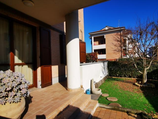 Case - Trilocale con giardino e terrazzo