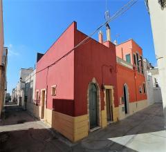 Abitazione indipendente con volte a botte e terrazzo in vendita nel centro storico di casarano