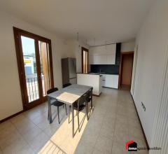 Caldogno: grazioso ed ampio miniappartamento con doppio box auto