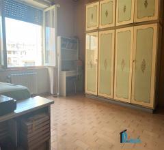 Case - Semi-centro:ampio  appartamento con ascensore