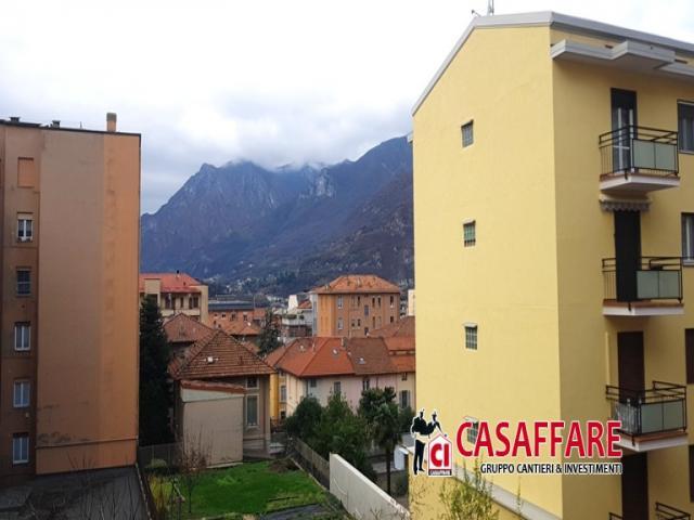 Case - Lecco semicentro - bilocale con balconi, solaio e box moto