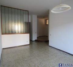Case - Appartamento di ampia metratura ad avenza rif 3662
