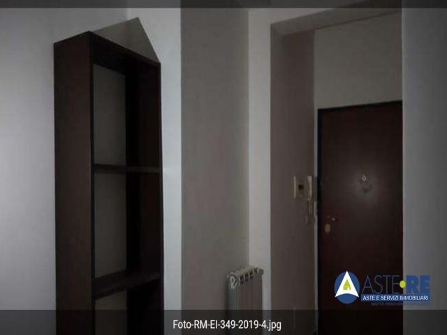 Case - Abitazione di tipo economico - via cerami 38, - 00132