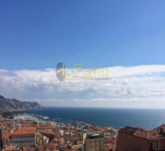 Sanremo superba vista sul mare e sulla città